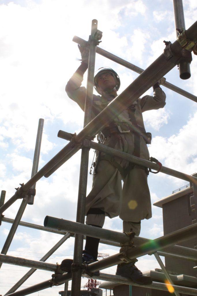 建設現場で利用する足場の用途について