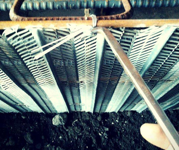 建築や土木工事に使うラスの取り付けについて